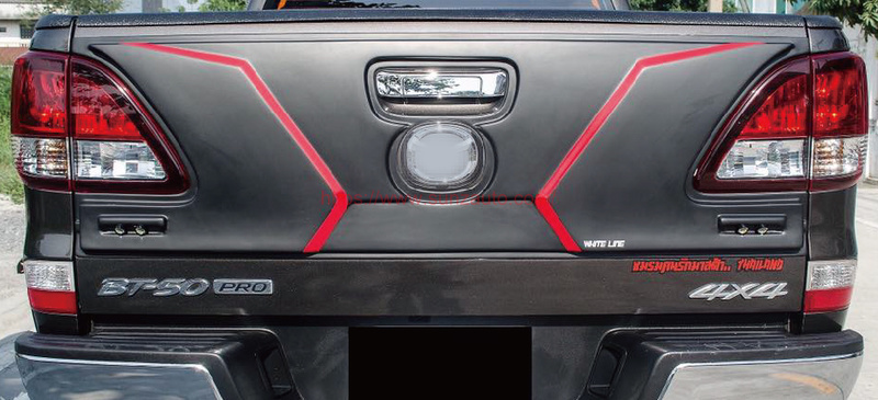 BT-50 12 TAIL GATE NUDGE COVER WITH LED