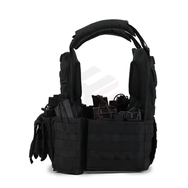 Portador de placas de asalto con chaleco militar